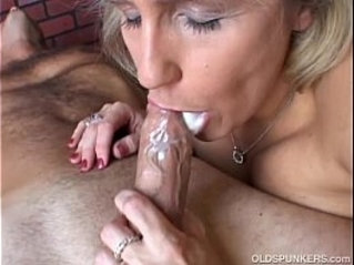 Beautiful beefy old spunker gives an amazing blowjob