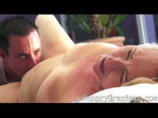 Ripe aged natural granny pussy licked