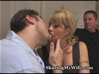 Married Woman Cheats With huge cock Stud